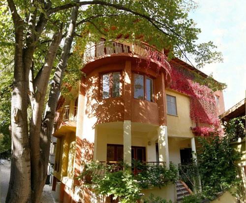"""Къща за гости """"Дивата лоза"""" - Поморие, България"""